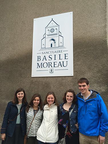Pèlerins au Sanctuaire du bienheureux Basile Moreau